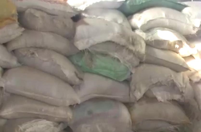 बाराबंकी में नकली उर्वरक तैयार करने वाली फैक्ट्री सीज, मौके से आरोपी हुए फरार