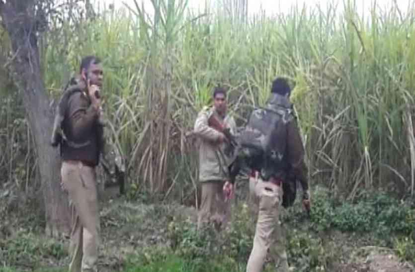 आजमगढ़ में बदमाशों ने पुलिस टीम पर की अंधाधुन फायरिंग, 25 हजार के ईनामी को लगी गोली