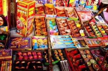 बच्चों के साथ पटाखे फोडऩे से पहले पढ़ लें ये खबर