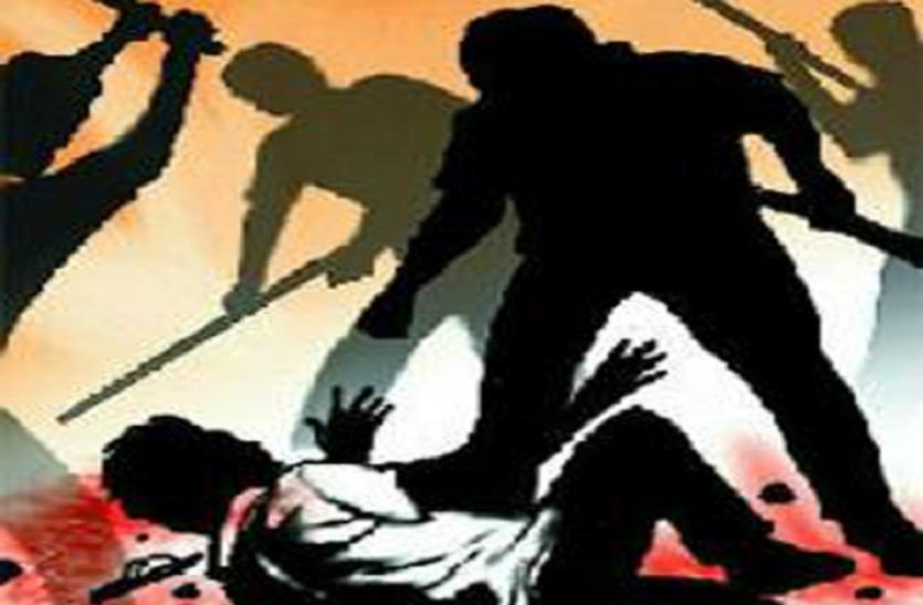 यूपी के जौनपुर में बदमाशों ने पहले होमगॉर्ड व बेटे को पीटा फिर की फायरिंग