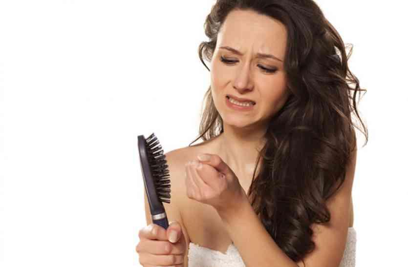 बालों के झड़ने का कारण, उपचार और घरेलू उपाय, यहां पढ़ें