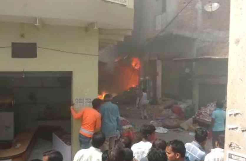 दिवाली से पहले आगरा में बड़ा हादसा, पटाखों में लगी आग, दो बच्चियों की मौत