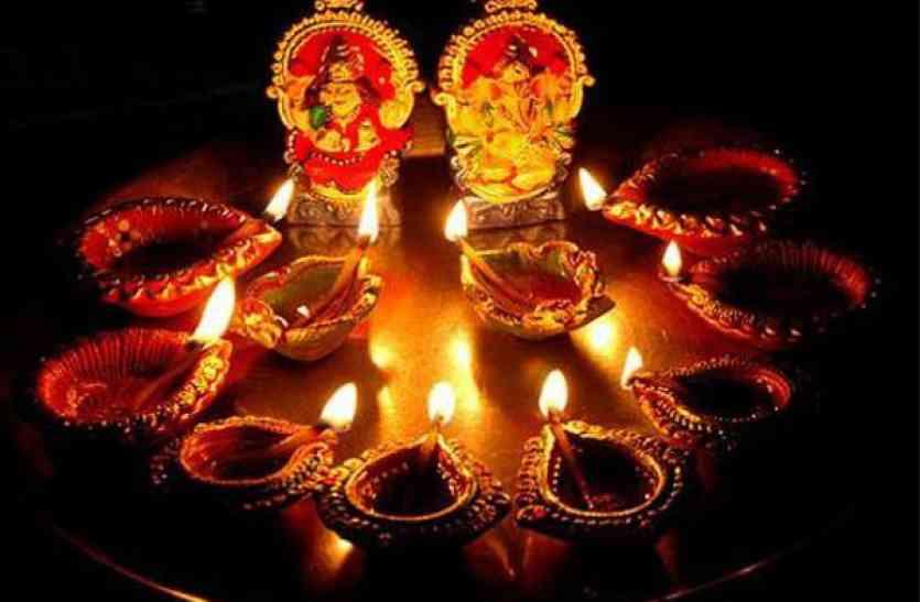 Diwali 2017 Laxmi Ganesh Pujan Vidhi Mantra And Pooja - जानिए दिवाली पर किस  शुभ मुहूर्त में लक्ष्मी-गणेश की पूजा करने पर बरसेगी कृपा | Patrika News