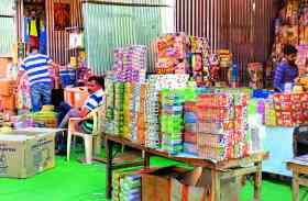 DIWALI 2017: मिले लाइसेंस और भूले नियम, सारे कायदे ताक में रख उदयपुर में यहां लग रही पटाखों की स्टॉल