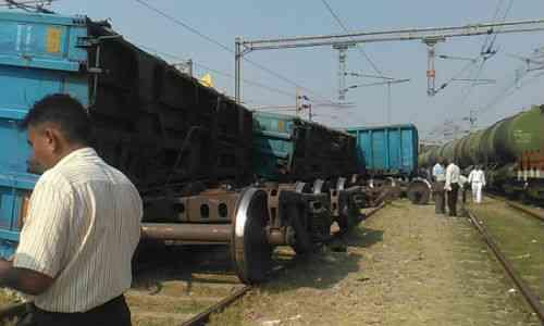 goods train derail in satna madhya pradesh samachar