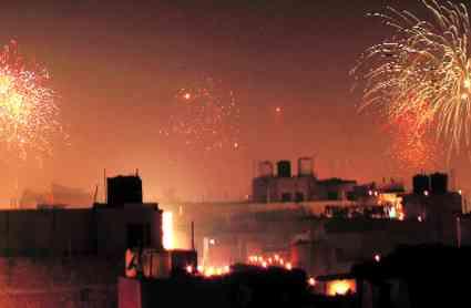 दिल्ली में दिवाली की रात नहीं घटा प्रदूषण, कई इलाकों में प्रदूषण के स्तर में आठ से बारह गुना तक की बढ़ोत्तरी