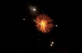 उत्सव का उल्लास, दीपावली पर देररात तक हुई आतिशबाजी