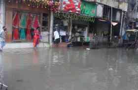 भारी बारिश से बंगाल में जनजीवन बेहाल