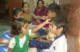 भाई बहन के प्यार का उमड़ा सैलाब, टीका लगाकर बहनों ने की भाई की समृद्धि की कामना