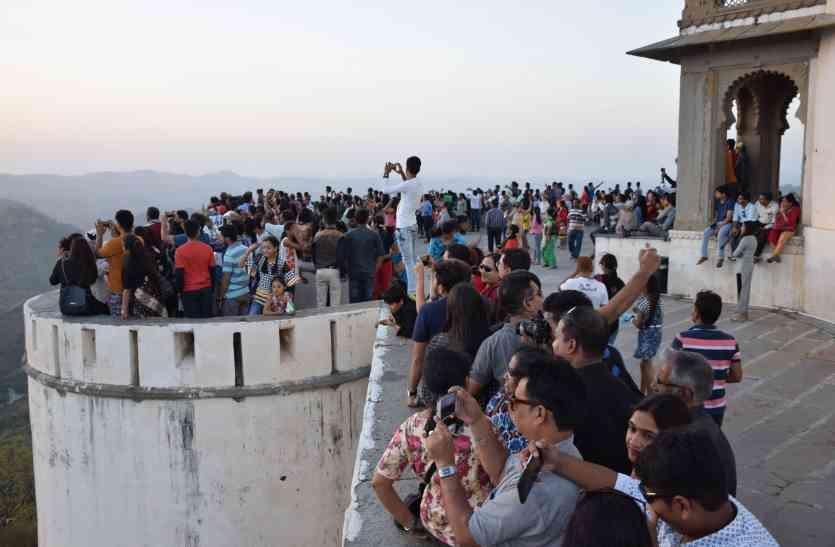 उदयपुर में टूरिस्ट बूम: सज्जनगढ़ पर ढाई घंटे जाम, पर्यटकों से मिला इतना राजस्व, देखें वीडियो