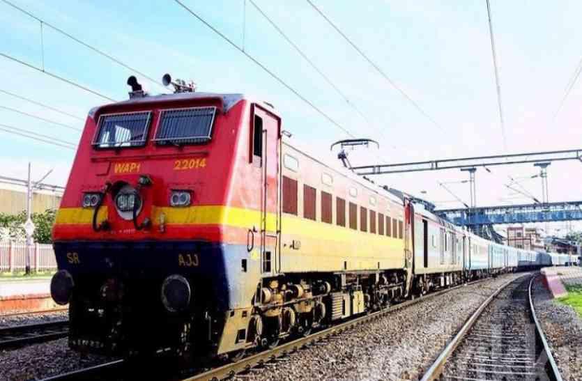 काउंटर पर नहीं था कोई टिकट देने वाला, 1000 यात्रियों ने ट्रेन में किया मुफ्त सफर