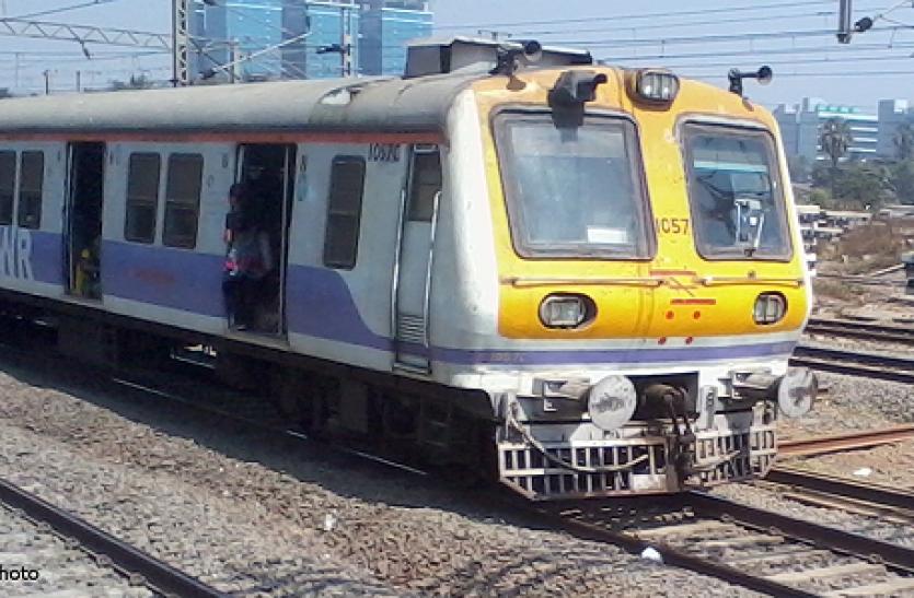 ट्रेन के महिला कोच में घुस आया शख्स, मना करने पर भी नहीं उतरा तो लड़की ने उठाया ये खौफनाक कदम!