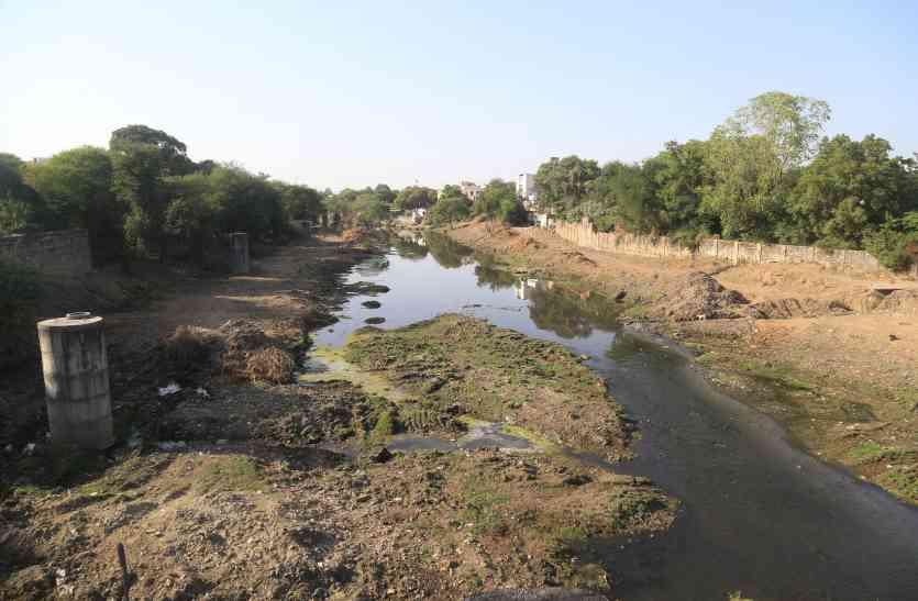 #saveayad  आयड़  नदी पेटे से मलबा निकालने का काम शुरू,  हटाए अतिक्रमण, video