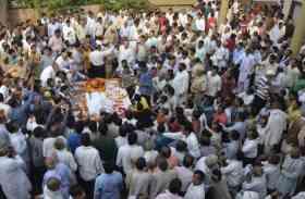 पंचतत्व में विलीन हुए डॉ. दिगंबर सिंह, सैकड़ों लोगों ने नम आंखों से दी अश्रुपूर्ण विदाई
