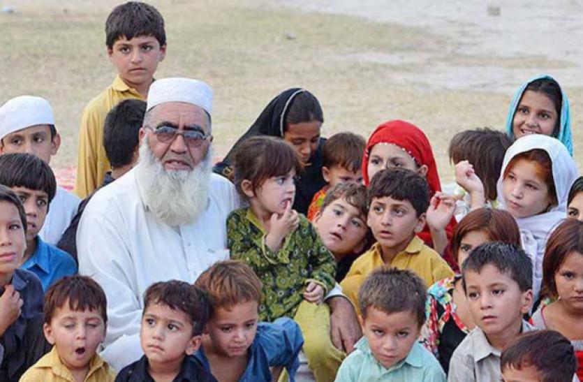 पाकिस्तान का ये शख्स है 36 बच्चों का बाप, परिवार में हैं 150 लोग