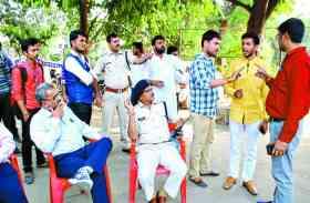 छात्र संघ चुनाव : मारपीट का बदला लेने आए थे दोस्त,किया ऐसा हाल पूरी घटना हुई सीसीटीवी में कैद