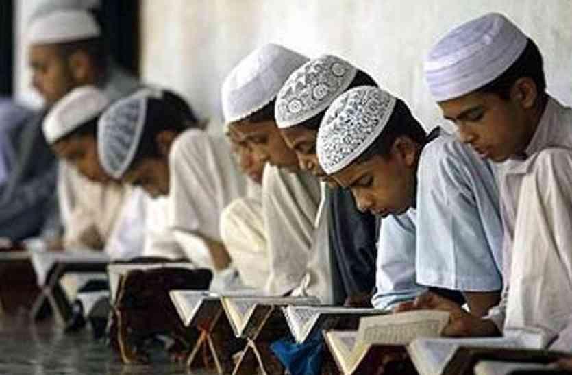 योगी सरकार का बड़ा फैसला: मदरसों में पढ़ाई जाएंगी एनसीईआरटी की किताबें