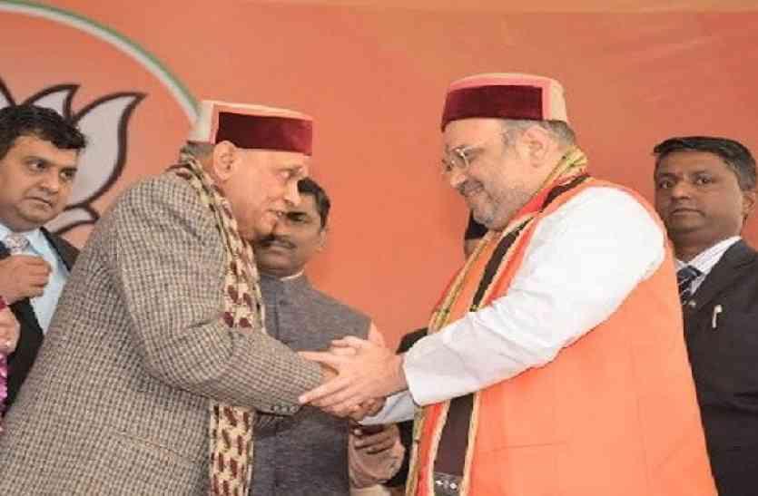 हिमाचल चुनाव: बीजेपी की राजनीति में तीन बड़े सवाल उठा रहा धूमल के नाम का एलान