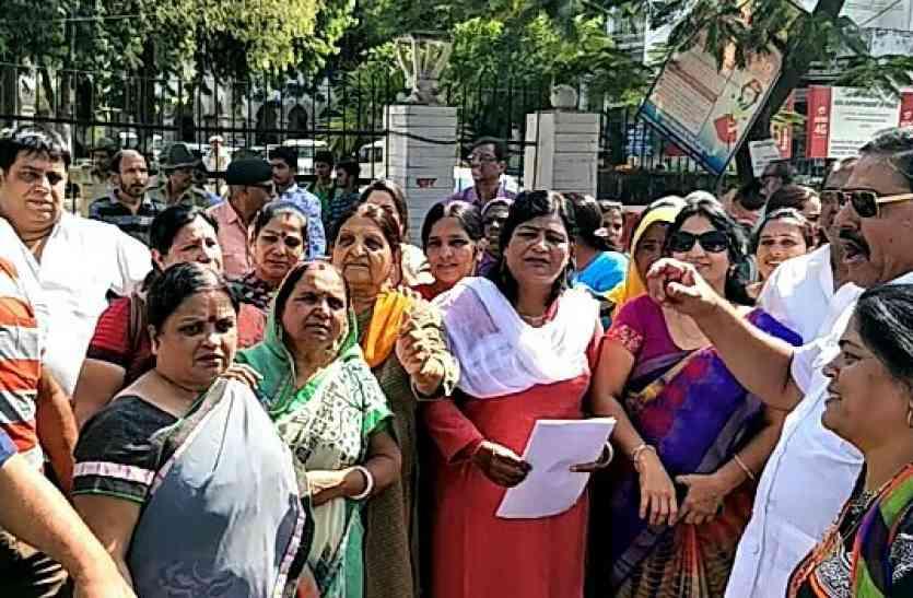video :  महिलाओं को 33 फ़ीसदी आरक्षण के लिए कांग्रेस ने  उठाई आवाज,  किया प्रदर्शन