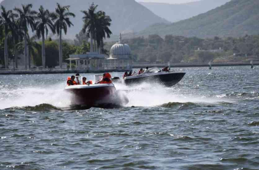 video: उदयपुर की फतहसागर झील में फिर भिड़ी नावें, नाव से उछल पानी में गिरा युवक, बमुश्किल बची जान