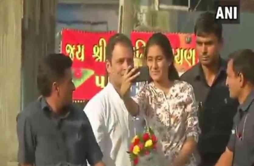 Video: कड़े सुरक्षा घेरे में सेल्फी लेने के चक्कर में राहुल गांधी की वैन पर चढ़ी लड़की
