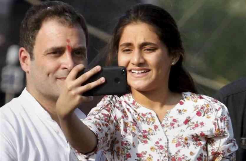 जानिए कौन है वो लड़की जिसने राहुल के साथ वैन पर चढ़कर ली सेल्फी?