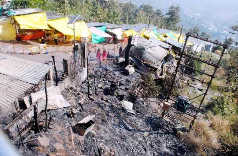 जानिए कैसे: तीर्थनगरी सलकनपुर में एक साथ लगी 18 दुकानों में आग