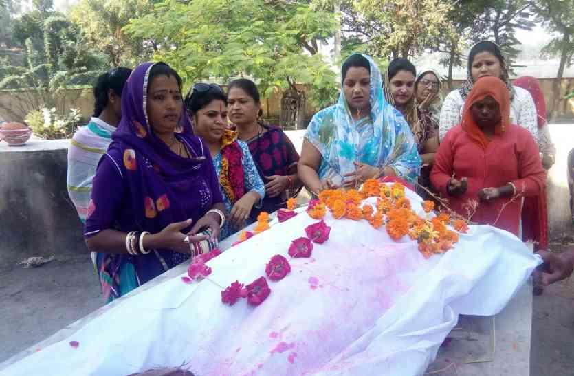 video: उदयपुर की इन महिलाओं के जज्बे को आप भी करेंगे सलाम... इन्होंने उठाया है लावारिस व असहाय लोगों के दाह संस्कार का जिम्मा