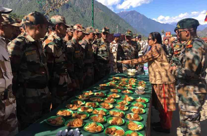 Image result for रक्षामंत्री ने अरूणाचल प्रदेश में अग्रिम चौकियों पर