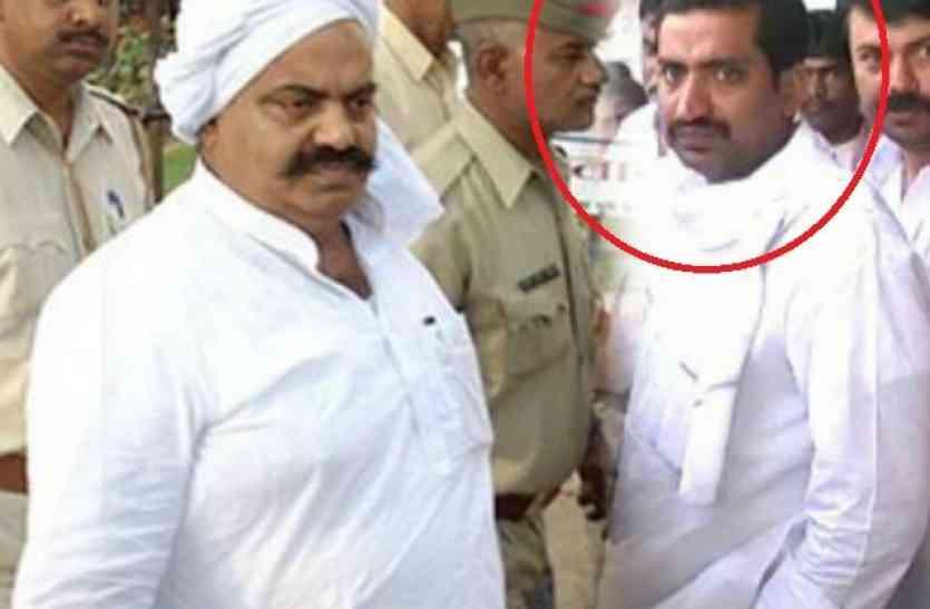 बाहुबली अतीक अहमद के भाई को पकड़ने के लिए पुलिस ने बनाया नया चक्रव्यूह, बचना नहीं होगा आसान