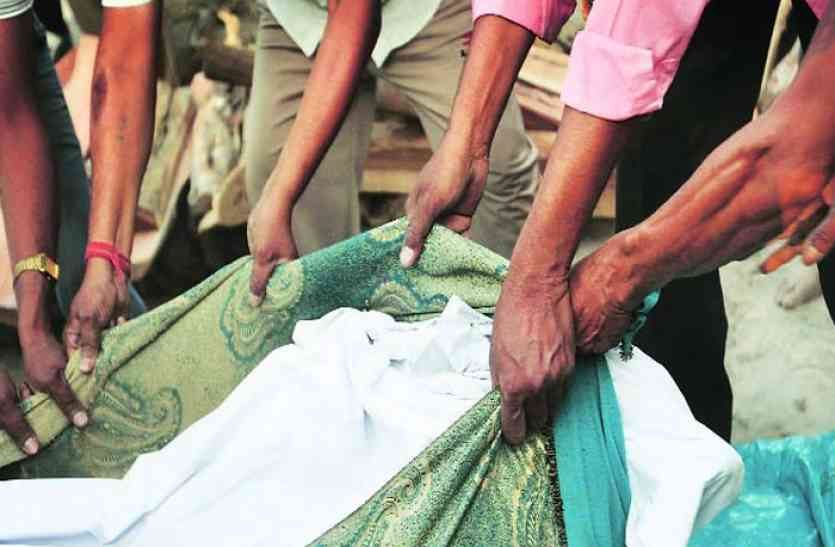 5 लोगों ने किया नाबालिग का गैंगरेप, हुई गर्भवती, फिर गांव वालों ने जो किया वो है खौफनाक