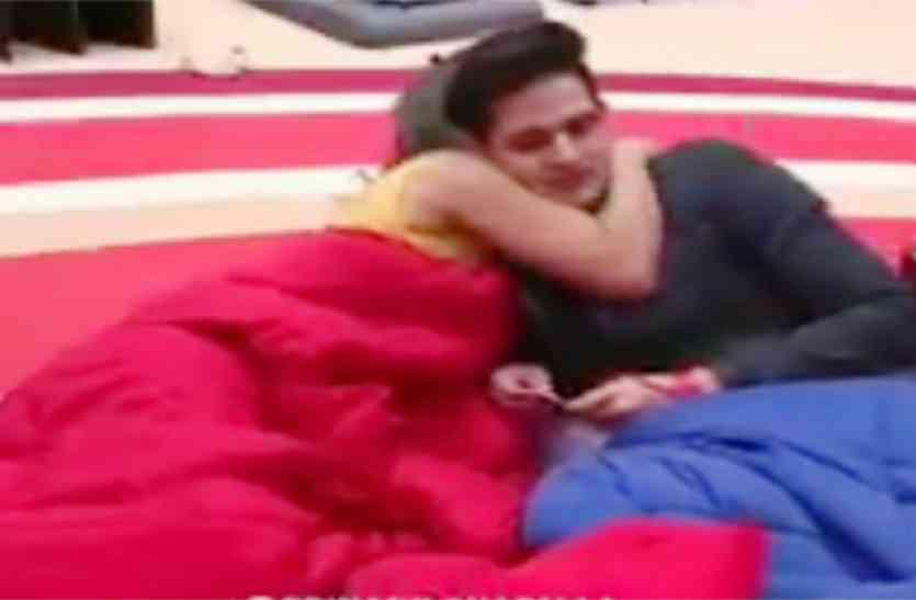 #BB11 : बेनाफ्शा के सामने प्रियांक को चूमने लगी हिना खान, देखें वीडियो
