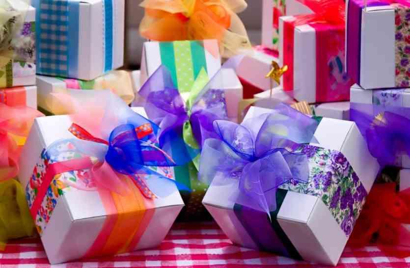 Wedding Gifts: इस गिफ्ट से हर कोई होगा खुश, ऐसी पैकिंग का बढ़ा क्रेज