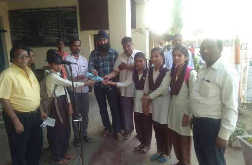 सार्थक बाल दिवस: नन्हीं जान को बचाने के लिए इन बच्चों ने सौंप दी अपनी पॉकेट मनी