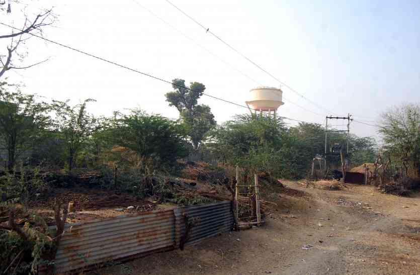 अधिकारियों ने मूंदी आंखें, अतिक्रमियों ने बीसलपुर परियोजना भूमि पर बनाए बाड़े