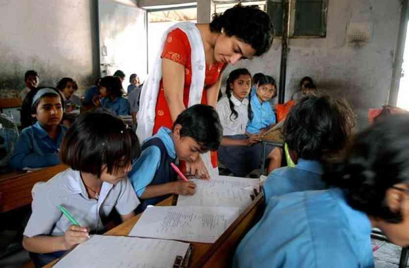 योगी सरकार को बड़ा झटका, अब नहीं रोक पाएंगे शिक्षकों का वेतन