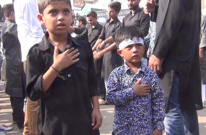 Live Video : या हुसैन की सदाओं के बीच फैजाबाद में निकला चेहल्लुम का जुलुस