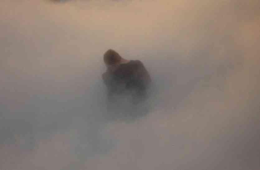 धुंध का फायदा उठाकर शख्स अकेली नर्स के साथ करने लगा ऐसा काम