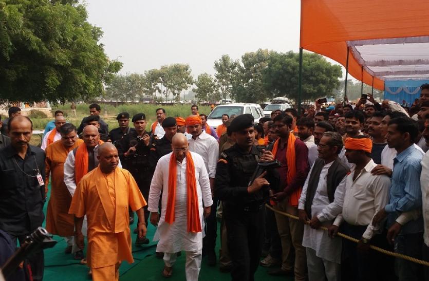 मिर्जापुर में सीएम योगी से मिलने पहुंचे 10 जिलों के दिग्गज नेता, बदलेगा सियासी समीकरण