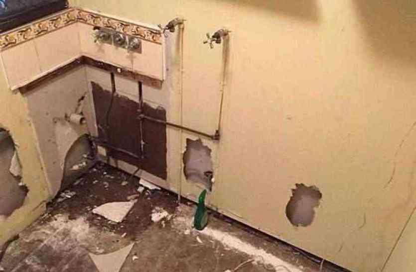 बाथरूम से आ रही थीं अजीब सी आवाजें, अंदर नजर आया कुछ ऐसा जिसे देख शख्स ने तोड़ दिया अपना घर