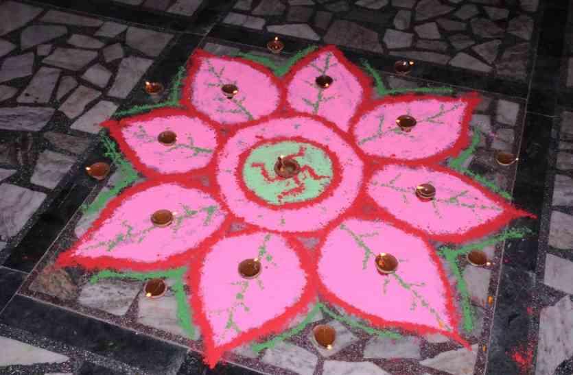 नागौर में छात्राओं ने रंगोली से दिया स्वच्छता का संदेश