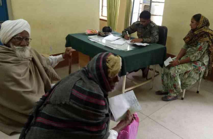 PICS: राजस्थान में सरकारी डॉक्टर्स की हड़ताल जारी, इधर सेना के डॉक्टर्स ने संभाला मोर्चा, बोले- हम हैं ना