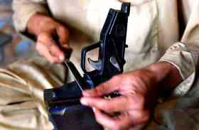 पाकिस्तान में स्वचालित हथियारों पर बैन, 15 जनवरी तक जमा कराने के आदेश