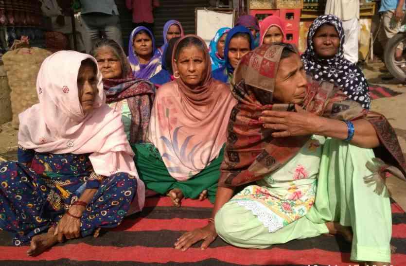 बेटे पर लगाए गए रासुका के खिलाफ भूख हड़ताल पर बैठीं रावण की मां, प्रशासन को दी ये चेतावनी