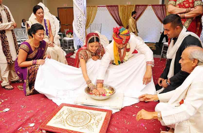 Wedding Ceremony में जरूरी है ये रस्म,  नहीं निभाई तो होगी  जेल