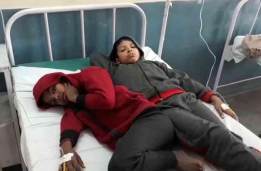 दो गरीब बच्चाें ने शकरकंद समझकर खा ली जहरीली घास की जड़, हालत नासाज