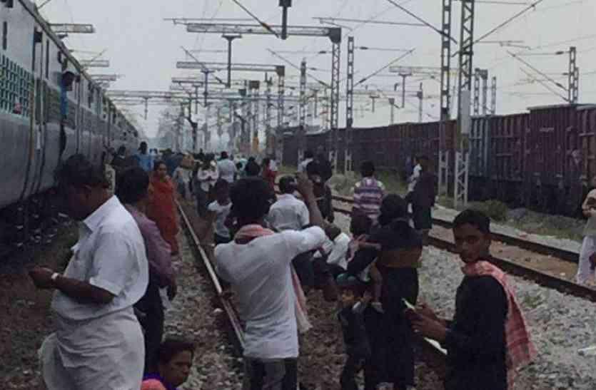 यात्रियों के हंगामे पर चलवाई गई गोरखपुर-देहरादून एक्सप्रेस रद्द