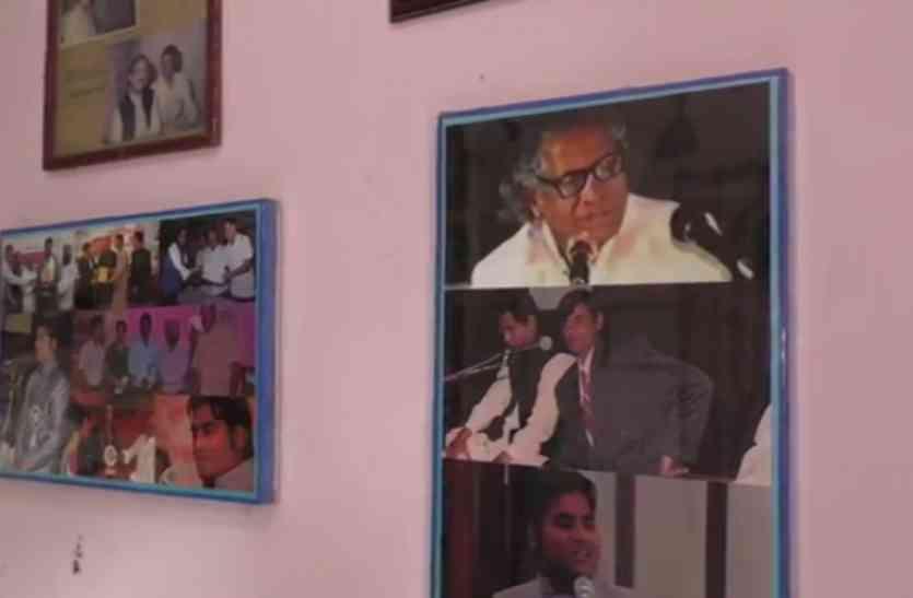 खुमार बाराबंकवी की यादों का नहीं है कोई पुरसाहाल, मुफलिसी के दौर से गुजर रही हैं उनकी पीढ़ियां