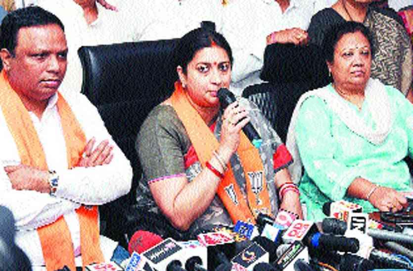 'हिन्दुओं को आतंकी बताने वाले अब मंदिर में झुका रहे शीश'