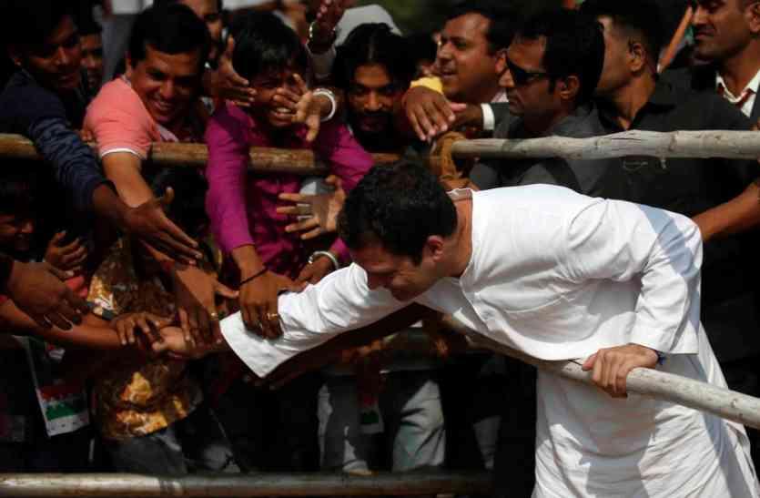 गब्बर सिंह टैक्स नहीं, सरल जीएसटी चाहिए : राहुल